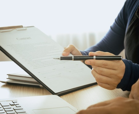 46989214 - staff recommended the benefits of insurance coverage and invite customers to sign a contract.